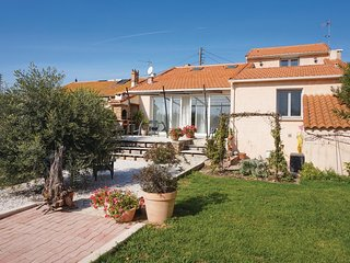 Beautiful home in Capestang w/ WiFi and 3 Bedrooms