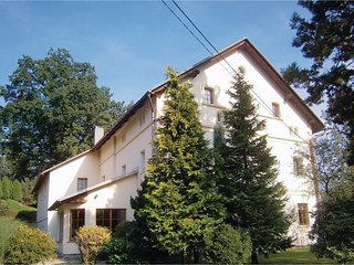 Nice home in Decin w/ WiFi, 6 Bedrooms and Outdoor swimming pool