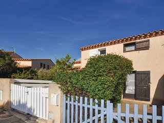 Beautiful home in St. Cyprien w/ WiFi and 1 Bedrooms (FLP025)