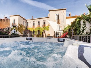 Beautiful home in Prades w/ Jacuzzi and 5 Bedrooms (FLP066)