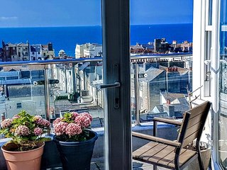 Central Sea View Penthouse with private roof terraces