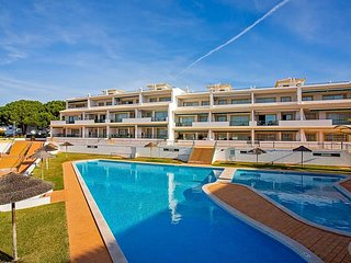 Vilamoura Apartment Sleeps 4 with Pool and Air Con - 5777353