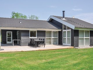 Amazing home in Sydals w/ Sauna, WiFi and 3 Bedrooms (F09210)