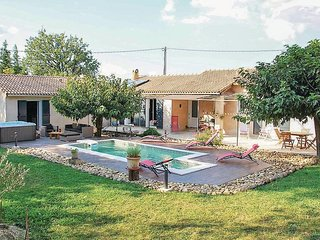 Nice home in Eyragues w/ Outdoor swimming pool, WiFi and Outdoor swimming pool (