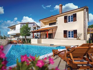 Stunning home in Pula w/ WiFi, 3 Bedrooms and Outdoor swimming pool
