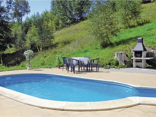 Beautiful home in Albrechtice w/ WiFi, 7 Bedrooms and Outdoor swimming pool