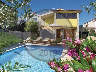 Beautiful home in Pula w/ WiFi, 3 Bedrooms and Outdoor swimming pool