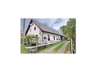 Awesome home in Kolinec w/ 2 Bedrooms