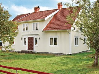 Awesome home in Almeboda w/ 3 Bedrooms (S05413)