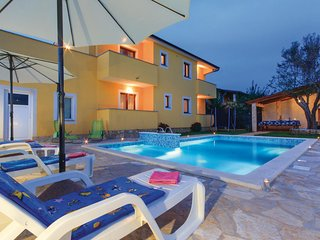 Awesome home in Pula w/ Jacuzzi, WiFi and 5 Bedrooms