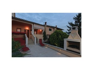 Awesome home in Pula w/ WiFi and 3 Bedrooms