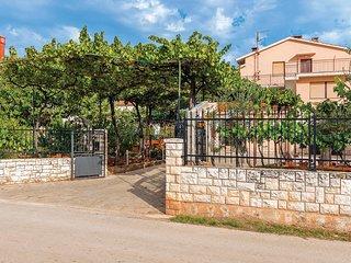 Beautiful home in Galizana w/ WiFi and 3 Bedrooms