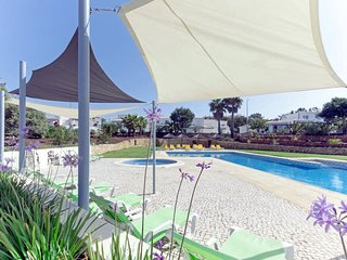 2 bedroom Apartment with Pool, Air Con and WiFi - 5434644