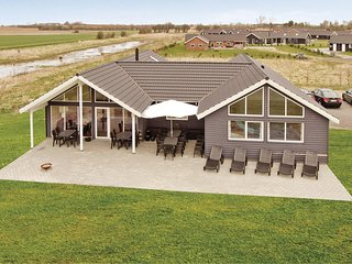 Nice home in Idestrup w/ Sauna, WiFi and 7 Bedrooms