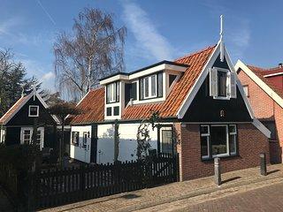 Vakantiehuis Noord-Holland, Dorpswoning uit 1858, Zuid-Scharwoude