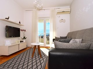 Two bedroom apartment Trogir (A-16609-a)