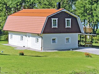 Amazing home in Ljungby w/ 4 Bedrooms