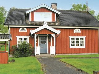 Awesome home in Almhult w/ 4 Bedrooms