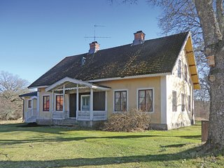 Amazing home in Högsby w/ Sauna and 2 Bedrooms