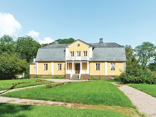 Nice home in Älmhult w/ 8 Bedrooms
