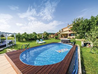 Nice home in Ljubac w/ WiFi, 6 Bedrooms and Jacuzzi