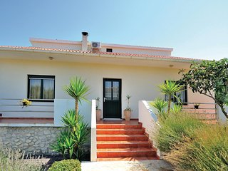 Awesome home in Jovici-Razanac w/ WiFi and 3 Bedrooms
