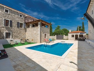 Amazing home in Korenici w/ WiFi and 5 Bedrooms
