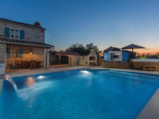Awesome home in Hrboki w/ Jacuzzi, WiFi and 2 Bedrooms (CIC490)