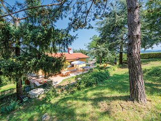 Beautiful home in Pazin w/ WiFi and 2 Bedrooms (CIC487)