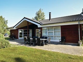 Awesome home in Vaeggerlose w/ Sauna, WiFi and 4 Bedrooms (G0292)