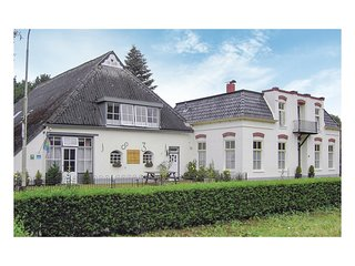 Beautiful home in Wehe-den Hoorn w/ WiFi and 10 Bedrooms