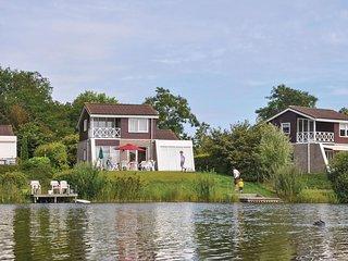 Beautiful home in Vlagtwedde w/ WiFi and 3 Bedrooms (HGR021)
