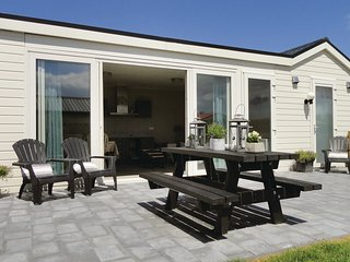 Awesome home in Sint-Annaland w/ Sauna, WiFi and 2 Bedrooms