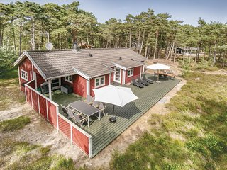 Nice home in Nexø w/ Sauna, WiFi and 3 Bedrooms