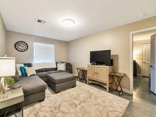 In the Heart of Phoenix, Gated Community, Pool, Close to Shopping, Dining, Sky H