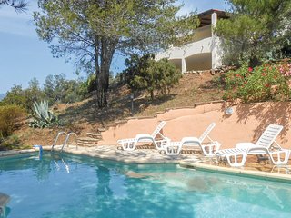 Awesome home in Pierrerue w/ WiFi, Outdoor swimming pool and 3 Bedrooms
