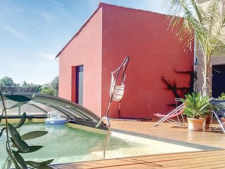 Nice home in Montblanc w/ WiFi, 3 Bedrooms and Outdoor swimming pool
