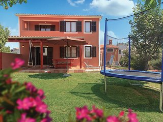 Beautiful home in Medulin w/ WiFi and 4 Bedrooms