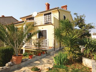 Amazing home in Medulin with WiFi and 4 Bedrooms (CIM349)