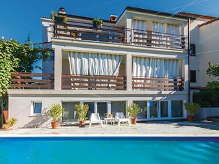 Nice home in Pula w/ WiFi and 6 Bedrooms
