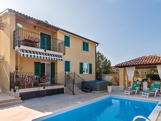 Beautiful home in Fondole w/ Jacuzzi, WiFi and 2 Bedrooms