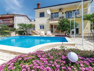 Amazing home in Pula w/ WiFi and 3 Bedrooms (CIP068)