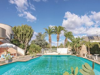 Awesome home in Vittoria (RG) w/ WiFi and 4 Bedrooms (ISR040)