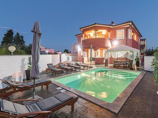 Stunning home in Pula w/ WiFi and 7 Bedrooms
