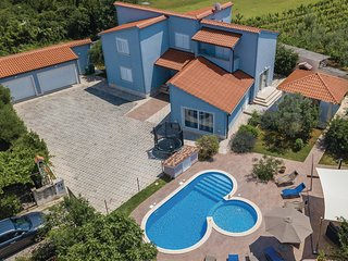 Beautiful home in Pula w/ WiFi and 5 Bedrooms (CIP707)