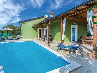 Nice home in Pula w/ WiFi and 3 Bedrooms