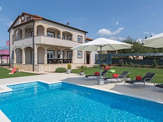 Amazing home in Pula w/ WiFi and 6 Bedrooms (CIP779)