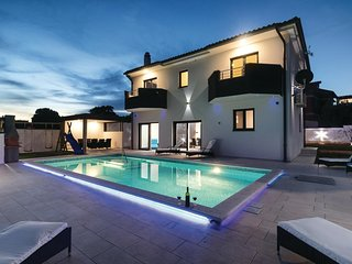 Stunning home in Pula w/ WiFi and 4 Bedrooms