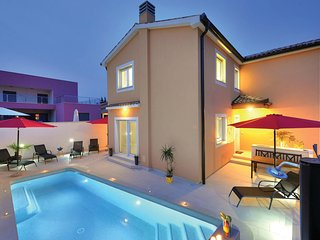 Nice home in Jadreski w/ WiFi and 4 Bedrooms (CIR110)