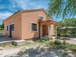 Beautiful home in Pula w/ WiFi and 2 Bedrooms (CIR107)